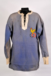 France gradually phased out the double ring motif to be replaced by the cockerel. These briefly overlapped as shown in this 1911 jersey.